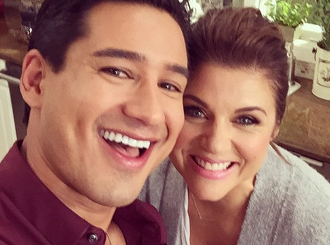 """""""Saved by the Bell"""" Reunion! Mario Lopez Shares Cute Photo With Tiffani Thiessen"""