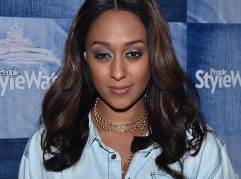 Tia Mowry Looks Flawless in Makeup-Free Selfie, Debuts New Braids