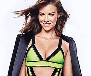 """The Walking Dead"" Star Lauren Cohan Slips Into Sexy Swimsuit!"