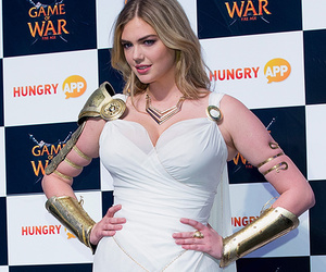 """Kate Upton Channels Her Inner Goddess In Her """"Game Of War"""" Costume"""