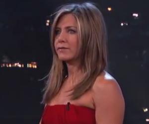 Jennifer Aniston Takes on Lisa Kudrow in Hilarious Celebrity Curse-Off!