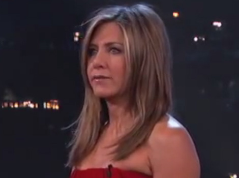 Jennifer Aniston Takes on Lisa Kudrow in Hilarious Celebrity Curse-Off!