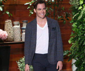 Chris Pine Reveals He's Single, Serenades BIG Fan With Frank Sinatra
