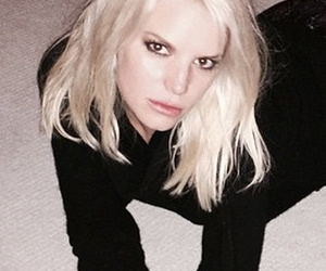 "Jessica Simpson Posts Bizarre ""Carpet"" Photo -- See Provocative Pic!"