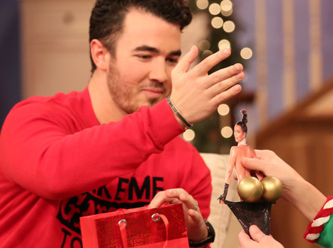 Kevin Jonas Turned Kim Kardashian's Naked Butt Into an Ornament -- And We Want…