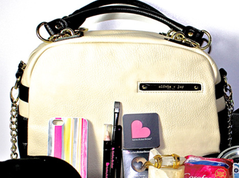 Win Kari Feinstein's Golden Globes Style Lounge Gift Bag!