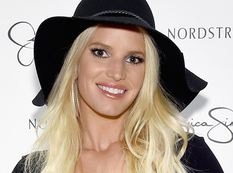 "Jessica Simpson Talks Weight Struggles And Her ""Healthy Sex Life"""