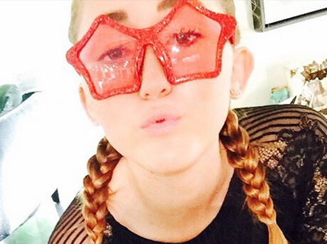 Noah Cyrus Turns 15, Looks JUST Like Sister Miley Cyrus in New Photos!