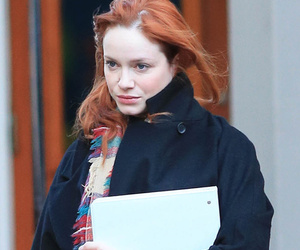 Christina Hendricks Goes Makeup-Free, Still Looks Beautiful