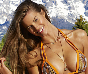 "Would You Call Her ""Plus-Sized""?! Meet the Sports Illustrated Model Everyone's…"