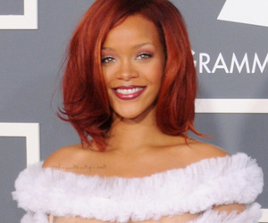Florence, Rihanna & Cher -- See The Craziest Looks From Grammys' Past!