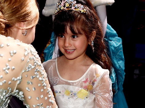 "Lily James Has ""Cinderella"" Moment at Film's Premiere -- See Adorable…"