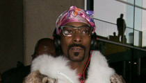 Snoop Dogg At The Airport -- A Sight FUR Sore Eyes