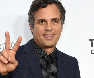 Mark Ruffalo's Daughter Bella Donates Hair To Cancer Patients