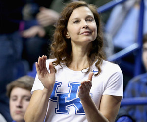 "Ashley Judd Fights Back After Getting ""Explicit"" Threats on Twitter: ""I'm…"