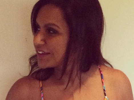 Mindy Kaling Shows Off Her Killer Curves in Sexy One-Piece Swimsuit