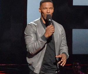 Jamie Foxx Makes Disrespectful Bruce Jenner Jokes at iHeartRadio Music Awards