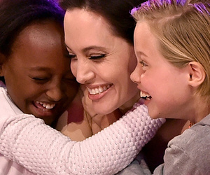 Angelina Jolie, Shiloh and Zahara Steal the Show at Nickelodeon Kids' Choice…
