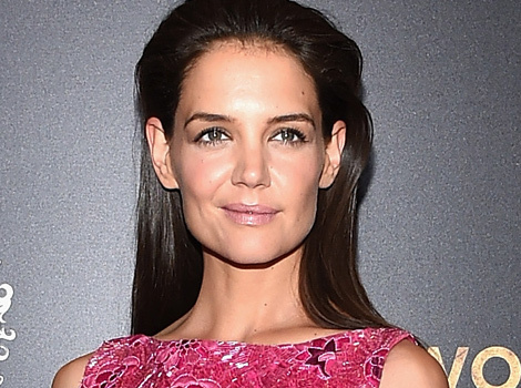 """Katie Holmes Flashes Toned Tummy, Booty & Sideboob at """"Women In Gold"""" Premiere"""