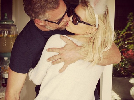 Jessica Simpson Packs on the PDA With Husband Eric Johnson -- See the Latest…