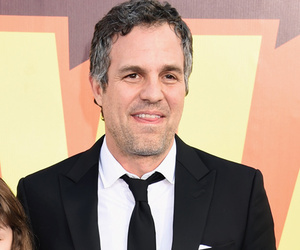Mark Ruffalo and Daughter Bella Sport Matching Suits to MTV Movie Awards