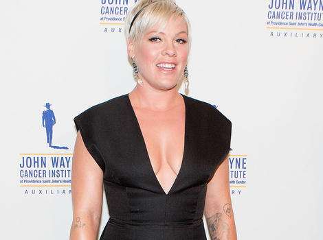 "P!nk Slams Haters Who Commented On Her ""Voluptuous"" Figure: ""I Feel Beautiful!"""