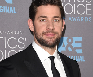 "John Krasinski Has Epic ""Lip Sync Battle"" Against Anna Kendrick … In a Dress!"