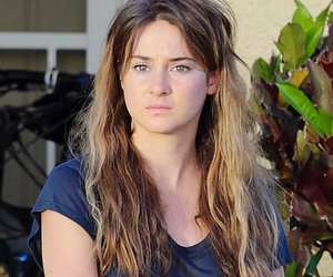 "Shailene Woodley Rocks Long Extensions On The Set Of ""Snowden"" Biopic -- Like…"