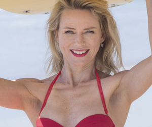Naomi Watts Goes Retro, Shows Off Beach Bod for British Airways