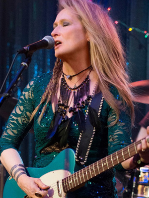 "Meryl Streep and Her Daughter Rock Out in First Trailer for ""Ricki and the Flash"" -- She Looks Just Like Her!"