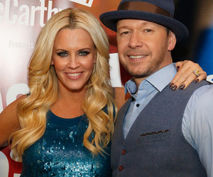 "Jenny McCarthy Gets ""Donnie"" Tattoo on Her Finger -- See the Sweet Tribute!"