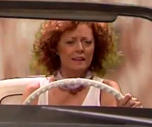 "James Corden & Susan Sarandon Spoof ""Thelma & Louise,"" Recreate…"