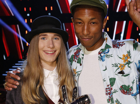 "Sawyer Fredericks Wins Season 8 of ""The Voice"""