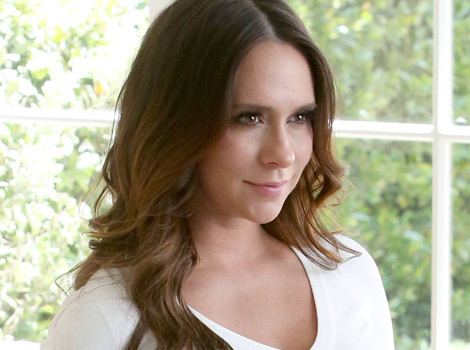 Jennifer Love Hewitt Puts BIG Bare Baby Bump on Display
