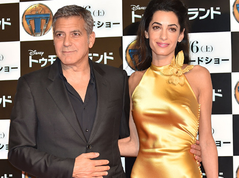 "Amal Clooney Stuns in Gold Gown at ""Tomorrowland"" Tokyo Premiere"
