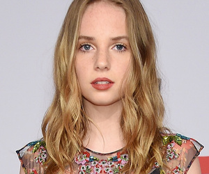 Uma Thurman and Ethan Hawke's Daughter Maya Makes Fashion Debut at CFDA Awards