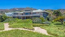 Steven Spielberg – Dumps Malibu Temple of Ocean Views