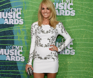 Carrie Underwood Debuts Insane Post-Baby Bod at CMT Awards -- See All the Red…