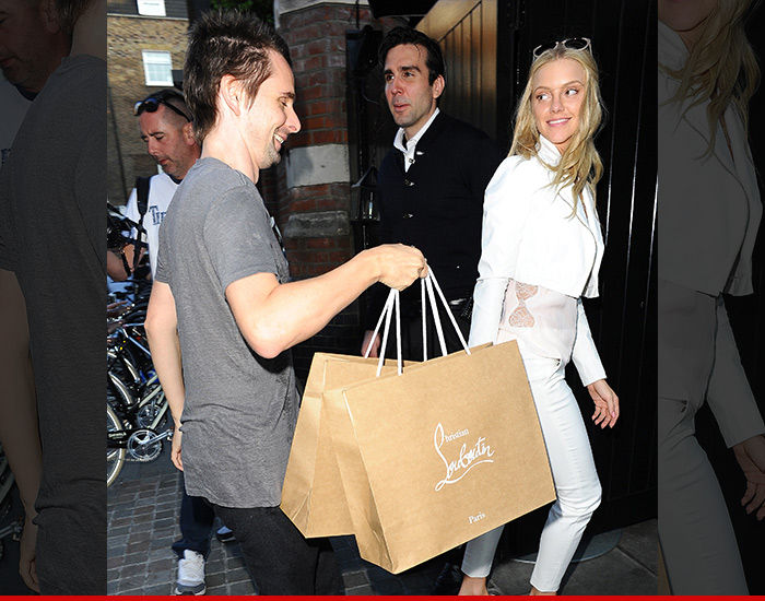 Matthew Bellamy is clearly over Kate Hudson cause his new girl, Elle Evans, is getting the full benefits of being his hot new rebound. Matt and Elle did…