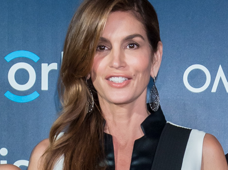 Cindy Crawford Hits Red Carpet in Matching Outfits With Lookalike Kids