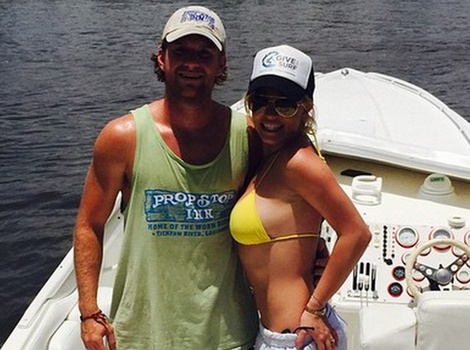Britney Spears Shows Off Amazing Bikini Bod After Reportedly Splitting from Charlie…