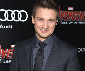 Jeremy Renner Addresses Gay Rumors -- And His Response Is Perfect!