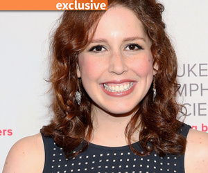 "Vanessa Bayer Reveals Plan to Get Amy Schumer to Host ""SNL"""