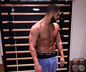 Drake Flaunts Huge Biceps and Chiseled Chest in New Shirtless Snap