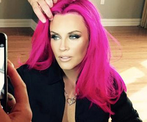 Jenny McCarthy Debuts Shocking Pink 'Do -- Like the Look?!