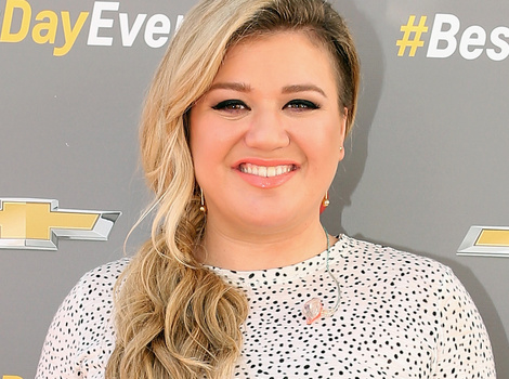 Kelly Clarkson Slays Cover of *NSYNC's 'Bye Bye Bye' -- See The Video!