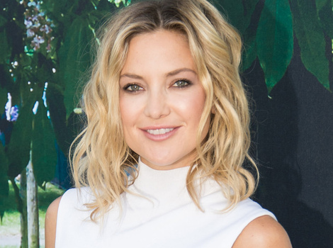 Kate Hudson and Son Ryder Dance and Rap 'Trap Queen' at the Airport