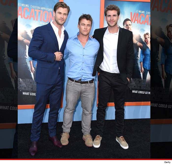 ¿Cuánto mide Liam Hemsworth? - Real height 0728-hemsworth-brothers-getty-4