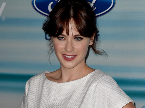 Zooey Deschanel Debuts Post-Baby Bod and Wedding Ring For the First Time