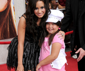 "Madison De La Garza Reveals Sister Demi Lovato Blasted Her Haters -- See ""Desperate…"
